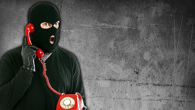 Räuber erkundigte sich bei Polizei nach Handy (Bild: thinkstockphotos.de, krone.at-Grafik)