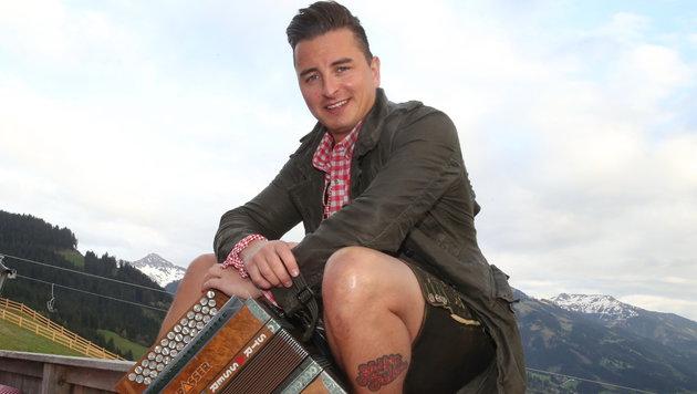 """Er machte die """"Knopferl"""" für viele Junge wieder attraktiv: Andreas Gabalier (Bild: Sepp Pail)"""