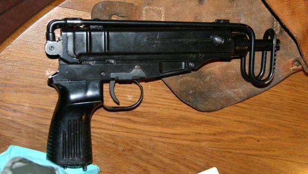 Die Ermittler fanden Maschinenpistolen, ... (Bild: LPD/Makowecz)