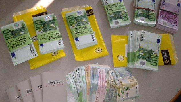 ... jede Menge Bargeld wurde sichergestellt. (Bild: LPD/Makowecz)