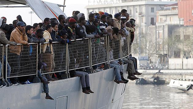 Quoten für Flüchtlinge: 444 sollen nach Österreich (Bild: AP)