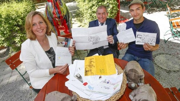 Zoo-Chefin Grebner, Bürgermeister Schaden und Tierpfleger Gfrerer wählten fünf Vorschläge aus. (Bild: Markus Tschepp)