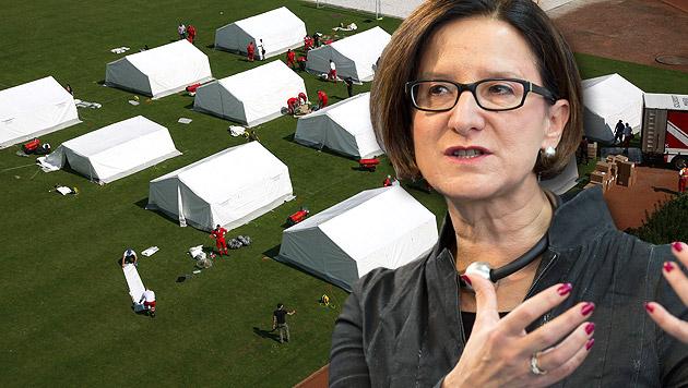 Zeltlager für Flüchtlinge: Kritik von allen Seiten (Bild: APA/LPD OÖ/MICHAEL DIETRICH, APA/EPA/VALDRIN XHEMAJ)