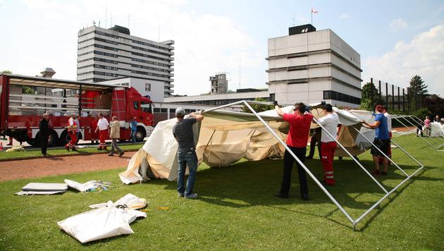 In Linz werden Zeltlager für Flüchtlinge aufgebaut. (Bild: APA/LPD OÖ/MICHAEL DIETRICH)