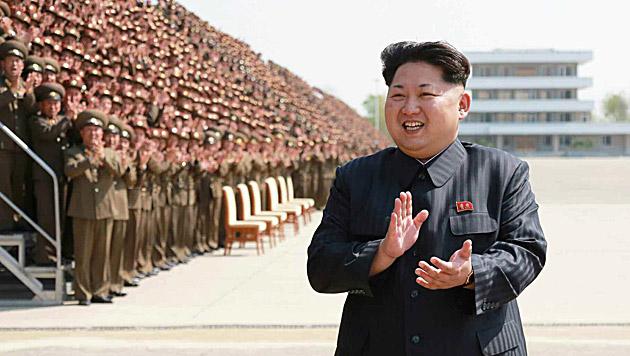 Nordkorea: Kim hat jetzt sein eigenes Netflix (Bild: APA/EPA/RODONG SINMUN)