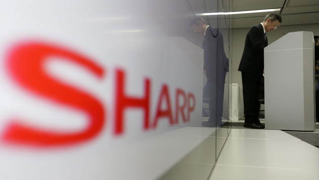 Sharp mit hohem Verlust - Tausende Jobs fallen weg (Bild: APA/EPA/KIMIMASA MAYAMA)