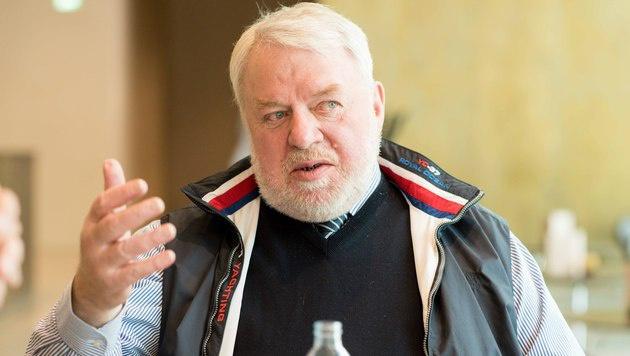 """Elmar Oberhauser im Gespräch mit der """"Krone"""" (Bild: DIETMAR STIPLOVSEK)"""