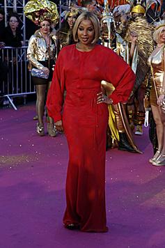 Mary J. Blige kam in Rot, nicht in Gold. (Bild: ZWEFO)