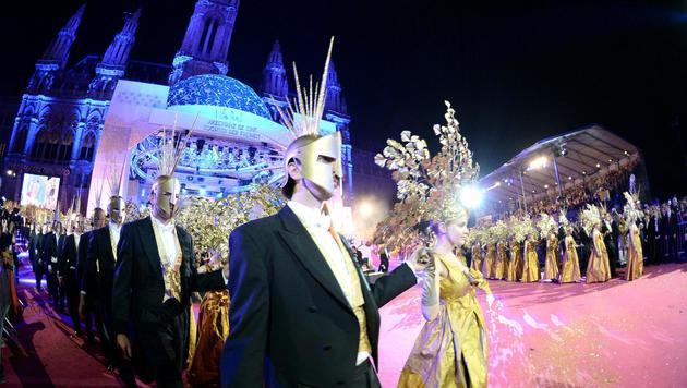 Die Eröffnung des Life Balls (Bild: APA/ROLAND SCHLAGER)