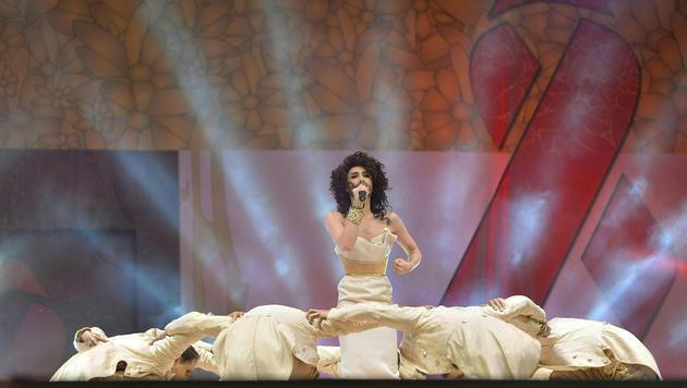"""Conchita Wurst performte ihren Song """"Unstoppable"""". (Bild: APA/HERBERT NEUBAUER)"""
