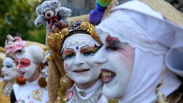 """Das Fest steht unter dem Motto """"Gold - Ver Sacrum"""" - viele Partygäste tragen deshalb Gold. (Bild: ROLAND SCHLAGER)"""