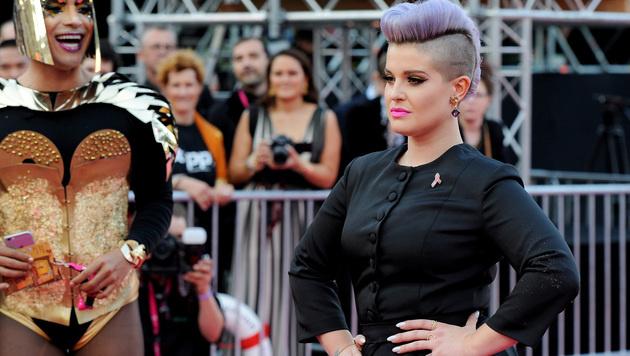 """Kelly Osbourne war einer der ersten Promis am """"Pink Carpet"""". (Bild: APA/HERBERT NEUBAUER)"""
