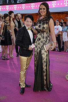 Designer La Hong mit Begleitung (Bild: Klemens Groh)