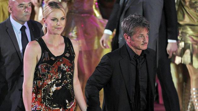 Charlize Theron mit Sean Penn (Bild: APA/HANS PUNZ)
