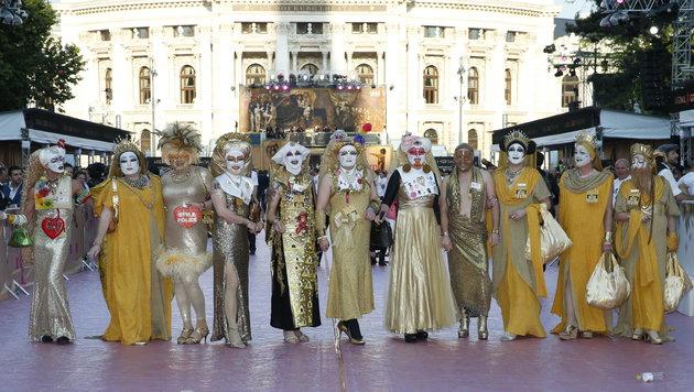 Ballgäste im Rahmen des Life Balls am Wiener Rathausplatz (Bild: Reinhard Holl)