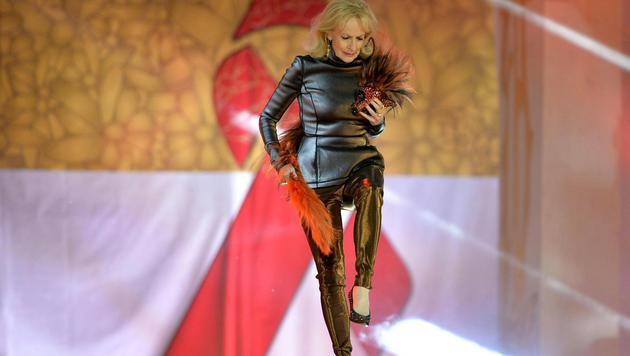 Dagmar Koller zeigte, dass sie immer noch echte Modelqualitäten besitzt. (Bild: APA/HERBERT NEUBAUER)