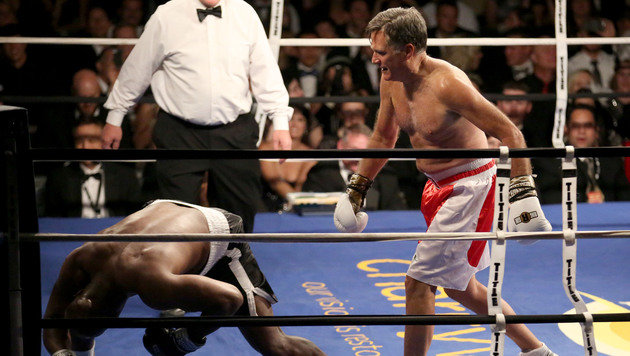 Mitt Romney boxte gegen Ex-Weltmeister Holyfield (Bild: AP)