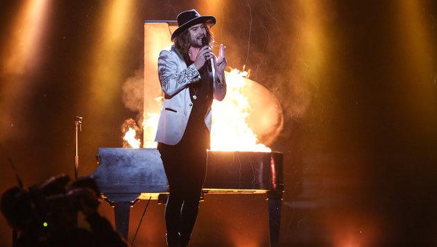 Bei der Performance am Samstag darf das Publikum ein brennendes Klavier erwarten. (Bild: ORF)