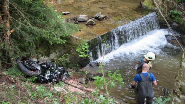 Der 22-jährige Motorradfahrer verstarb noch an der Unfallstelle. (Bild: FF Birkfeld)