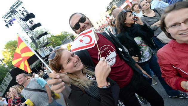 Eurovision Village am Rathausplatz hat eröffnet (Bild: APA/ROLAND SCHLAGER)