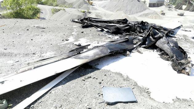 Das Segeflugzeug krachte gegen eine Felswand und ging in Flammen auf. (Bild: APA/DIETMAR MATHIS)