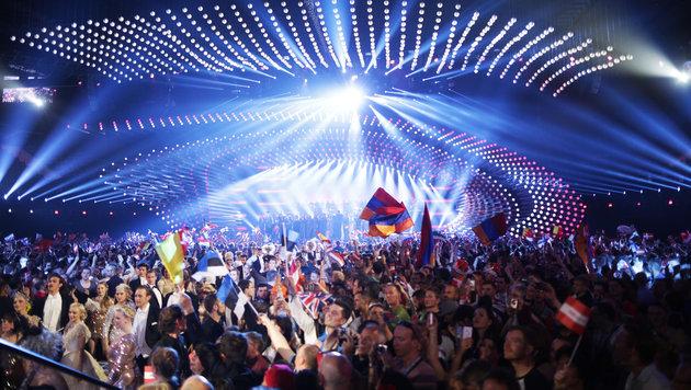 Jubelnde Fans während des ersten Halbfinales in der Wiener Stadthalle (Bild: APA/GEORG HOCHMUTH)