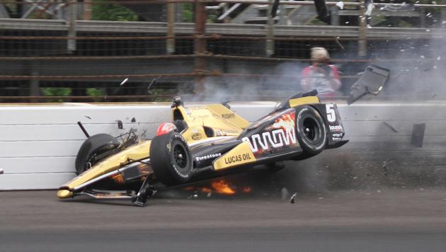 Horror-Crash! Indy-Fahrer auf Intensivstation (Bild: AP/Jimmy Dawson)