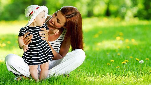 Wie Sie Ihr Baby im Sommer richtig anziehen (Bild: thinkstockphotos.de)