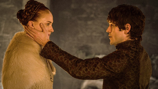 Sansa Stark (Sophie Turner) und Ramsay Bolton (Iwan Rheon) (Bild: Helen Sloan/HBO via AP)