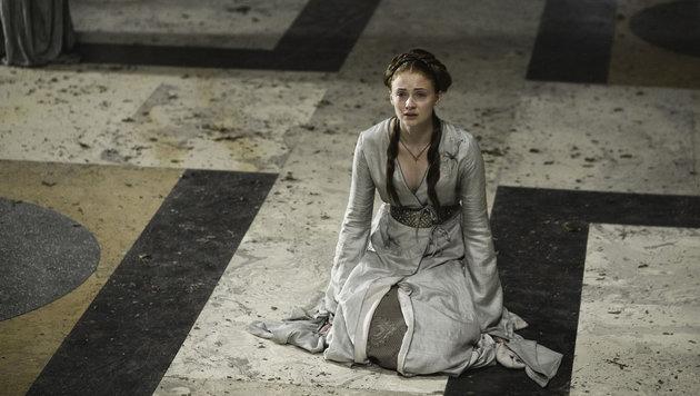 Sophie Turner als Sansa Stark am Hof in Königsmund (Bild: Viennareport)