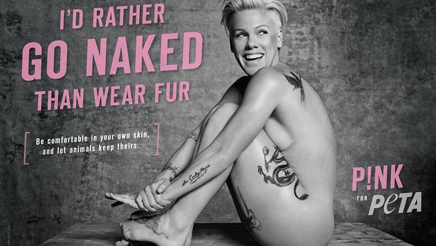 Auch Pink trägt statt Pelz lieber gar nichts. (Bild: peta.org)
