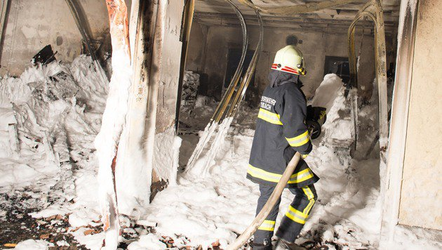 In der Garage brach das Feuer aus. (Bild: Werner Kerschbaummayr/fotokerschi.at)