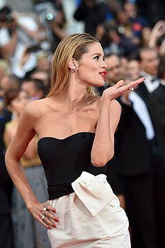 Model Doutzen Kroes versteht es, die Menge zu verführen. (Bild: AFP)