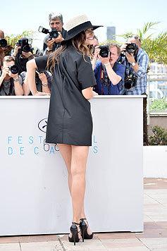 """Virginie Ledoyen posiert im superknappen Minikleid beim Fototermin für ihren Film """"Enrages"""". (Bild: AFP)"""