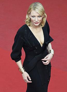 Cate Blanchett zeigt sich im schwarzen Kleid mit tiefem Dekolleté sexy wie nie! (Bild: AFP)