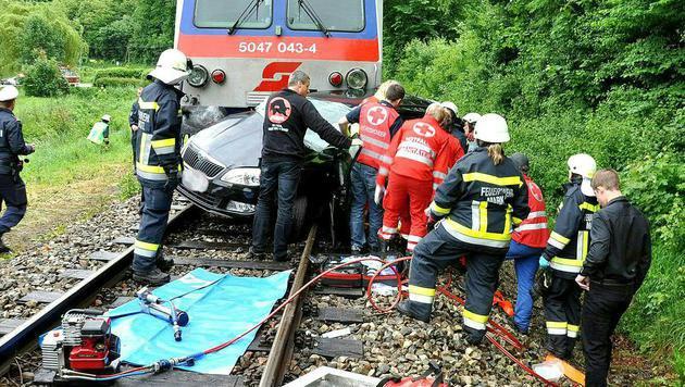 Die Helfer beim Rettungseinsatz (Bild: APA/AFKDO LILIENFELD/MANFRED KOZMICH)