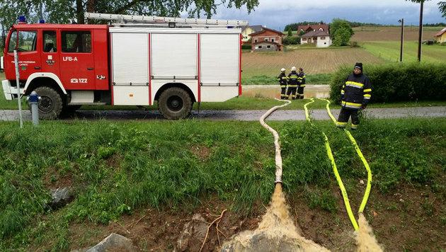 Hagelunwetter und Sturm hielten Feuerwehr auf Trab (Bild: APA/LM CHRISTIAN NOTTER)