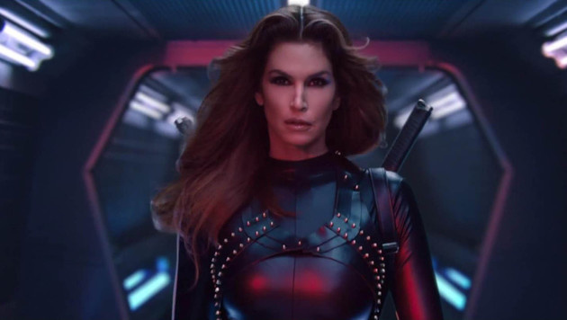 "Cindy Crawford in Taylor Swifts neuem Video zu ""Bad Blood"" (Bild: Viennareport)"