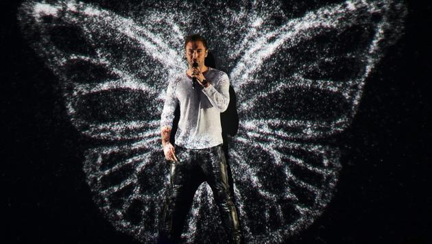 Schwedens Mans Zelmerloew wird zum Schmetterling. (Bild: APA/EPA/GEORG HOCHMUTH)