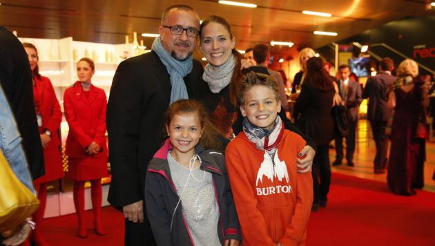 krone.at-Chefredakteur Richard Schmitt mit Familie (Bild: Reinhard Holl)