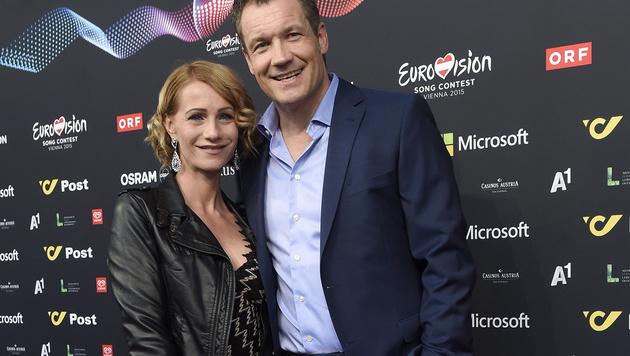 """""""Mr. Millionenshow"""" Armin Assinger turtelt mit seiner neuen Freundin Sandra Schranz. (Bild: APA/GEORG HOCHMUTH)"""