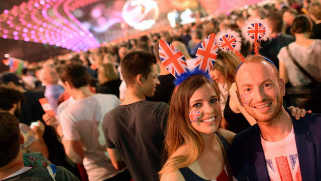 Britische Fans (Bild: APA/EPA/JULIAN STRATENSCHULTE)