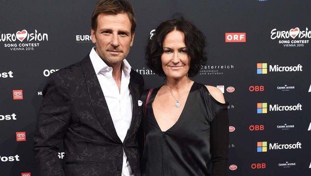 Eva Glawischnig und Volker Piesczek am Roten Teppich (Bild: APA/HELMUT FOHRINGER)