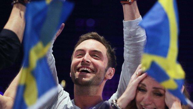 Das ist der Moment: Mans Zelmerloew aus Schweden erfährt, dass er gewonnen hat! (Bild: APA/GEORG HOCHMUTH)