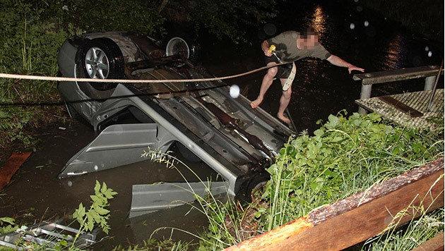 Das Wasser und auch die Umgebung wurden von den Helfern abgesucht, ohne Erfolg. (Bild: Feuerwehr St. Veit)