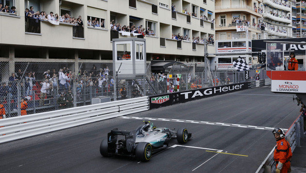 Rosberg triumphiert zum 3. Mal in Folge in Monaco (Bild: AP)
