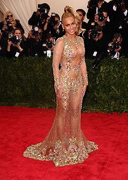 So manches ihrer Outfits für den roten Teppich lässt Beyonce mehr nackt als angezogen erscheinen. (Bild: AFP)