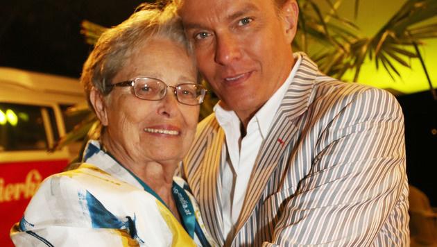 Alfons Haider und seine Mutter Anna (Bild: Uta Rojsek-Wiedergut)