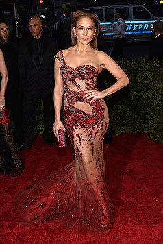 J.Lo liebt durchsichtige Roben, die gerade notdürftig die Geschlechtsteile überdecken. (Bild: AFP)