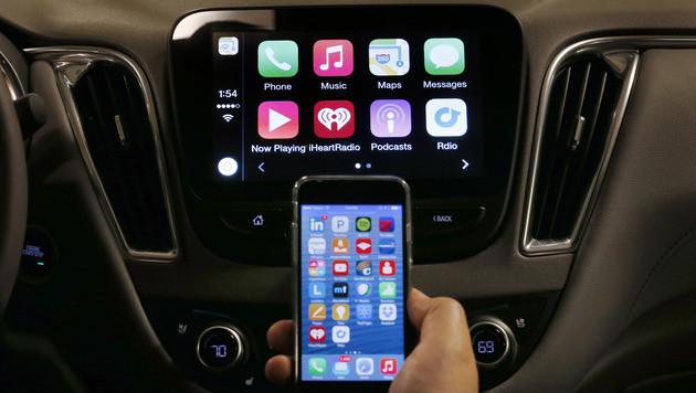 """Branche wehrt sich gegen Auto als """"Handy-Zubehör"""" (Bild: AP)"""